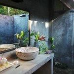Delightful, open air shower room