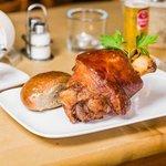 Knusprige Schweinshaxe aus dem Ofen - mit Zimmermann's Röggelchen