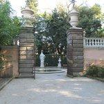 Entrance to Solomon and four seasons fountain