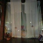 蚊帳付きのお洒落なベッドは快適でした。