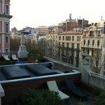 terrazza dell'albergo vista dalla finestra