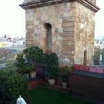 la terrazza dell'albergo vista dalla finestra