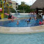 waterpark swim up bar