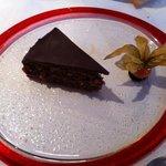 Sacher di Langa con cioccolato e nocciole