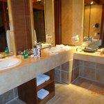 Taille généreuse et bonne diposition pour la salle de bains