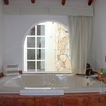 Casita Suite Jacuzzi looking onto Outdoor Shower