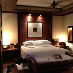 nice huge king size bed