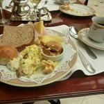 un rico desayuno buffet
