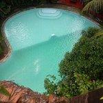 Pool der Casa Fitzcarraldo vom Baumhaus gesehen