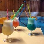 Trois cocktails au bord de l'eau...