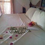 mio letto,saluti a fine vacanza coi fiori