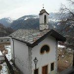 La chiesetta sotto l'agriturismo