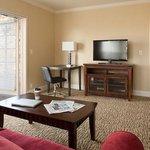 Manor One Bedroom Kind Bed Suite