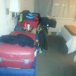No hay lugar para valijas! Habitación muy pequeña para 4!