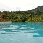 Pool mit Blick ins Tal