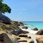 Камушки,рядом с пляжем