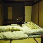 la chambre qui se transforme en un clin d'oeil en salon