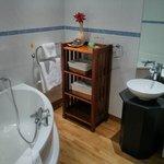 Room 21 bathroom