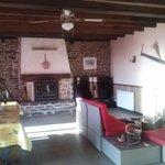 le pôle d'accueil convivial avec petit salon et cheminée