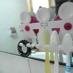 浴室的牙刷架超級可愛的啦!