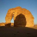 """Skała """"Slonia"""" w pobliżu Madain Saleh / The Elephant Rock near Madain Saleh"""