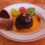 St-Valentin 2013 – Dessert : Dome praliné enrobé de chocolat flambé à table