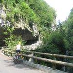 Il sentiero riservato a ciclisti e pedoni