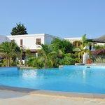 l'hôtel vue de la piscine.