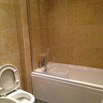 bathroom apartment 10, 125 Valley Drive