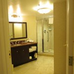 Grand Deluxe King Room-Bathroom