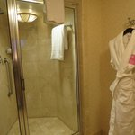 Grand Deluxe King Room-Shower