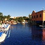 pool and swimup bar