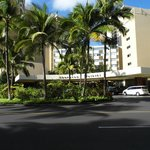 The front entrance of the Sheraton Waikiki.