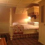 Oak room four poster bed