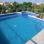Zwembad en jacuzzi op het dak van het hotel