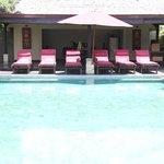 3 bedroom villa - Pool & dining area