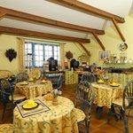 salle de petit dejeuner buffet libre service