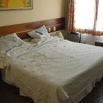 Habitación 206 - Muebles viejos y falta de mantenimiento