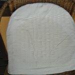Habitación 206 - balcón -  sillas de ratán viejas con tapizados sucios