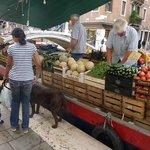 barca della frutta e verura