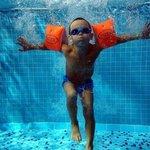 Un simpatico nostro cliente nella nostra grande piscina