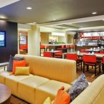 Our airport hotel in Florence, Kentucky offers a newly refreshed Lobby.