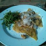 Ravioli alla zucca con noci e semi di papavero
