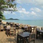 Vue du restaurant : plage de l'hôtel