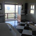 Sehr großes Badezimmer mit Veranda
