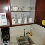 Equipped kitchen, chipped dishes & bowls