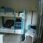 chambre en bungalow : lit superposé a l'entré de la chambre
