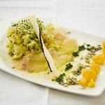 Ensalada de bacalao marinado, naranja y frutos secos