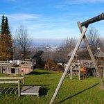 Spielplatz mit Blick auf die Stadt Salzburg