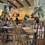 La salle du Jinky's Cafe